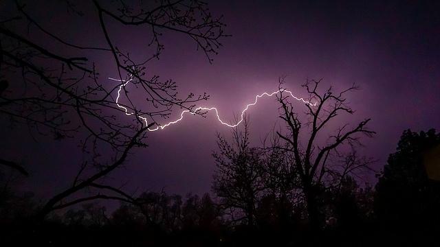 sky-lightning-tree