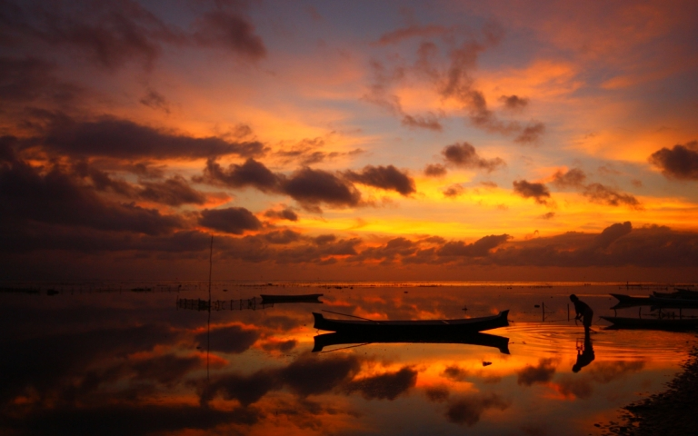 http://khongthe.com/wallpapers/nature/dawn-at-fishing-village-63200.jpg