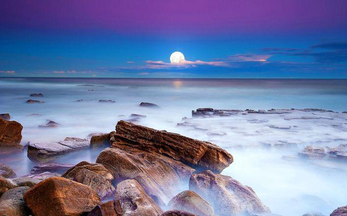 http://cdn1.landscapehdwalls.com/thumbs/1/full-moon-over-the-ocean-1654-706.jpg