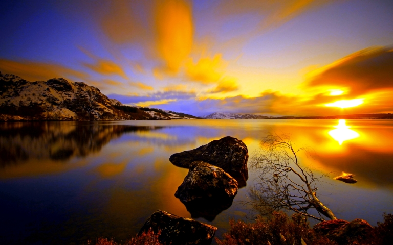 http://hdwallpaper.freehdw.com/0001/nature-landscapes_widewallpaper_lake-at-dusk_4613.jpg