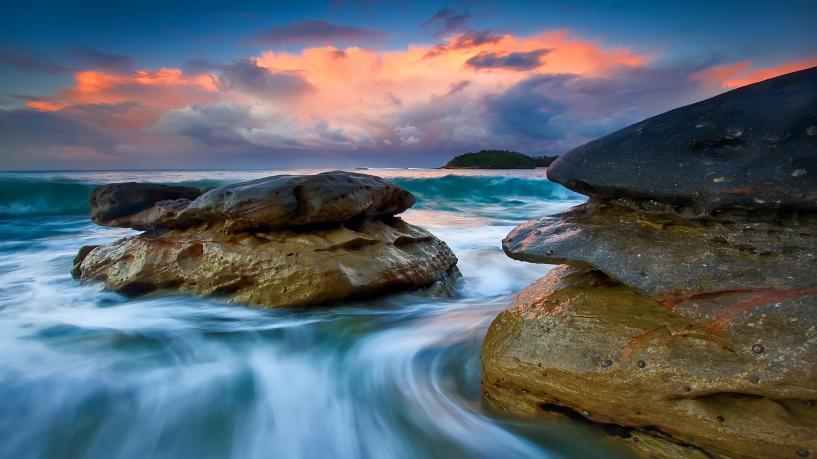 http://1hdwallpapers.com/wallpapers/tide_is_high.jpg