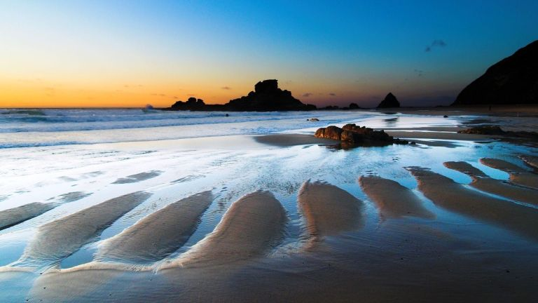 Image: http://images.forwallpaper.com/files/images/1/1ae5/1ae531ab/442600/sand-sea-sunrise.jpg