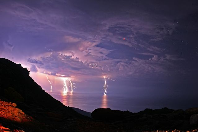 Image: https://cdn-images.9cloud.us/93/thunderstorm_lightning_eclipse_star_321161052.640x0.jpg