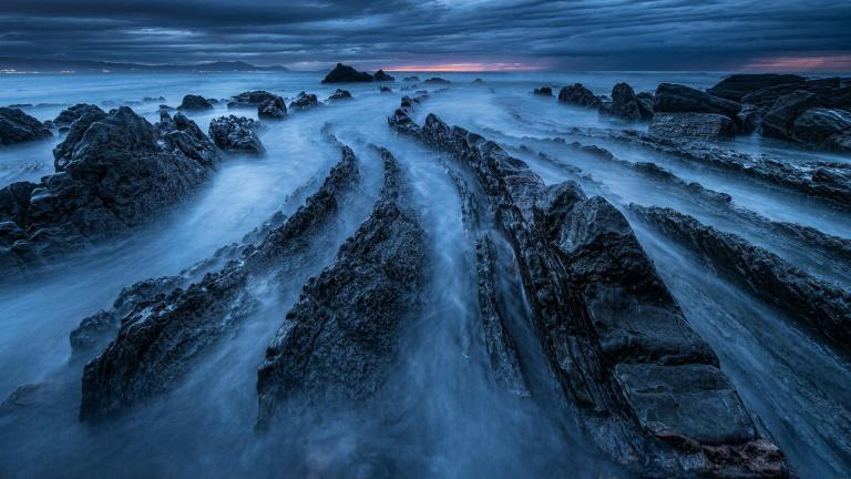 amazing_rocky_dragon_back_sea_shore-1445514