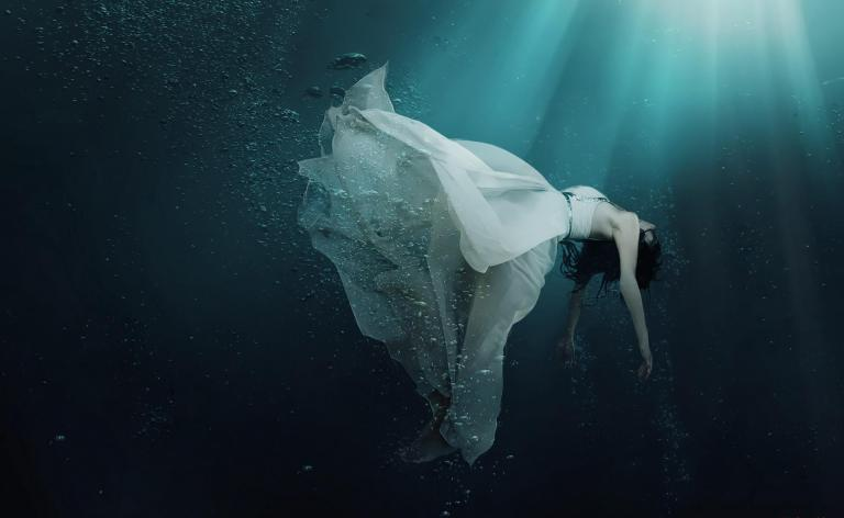 girl-drowning-in-water-widescreen-white-dress-women-dying-hd-wallpaper