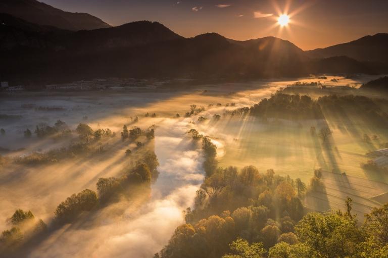 gory-dolina-reka-priroda-svet