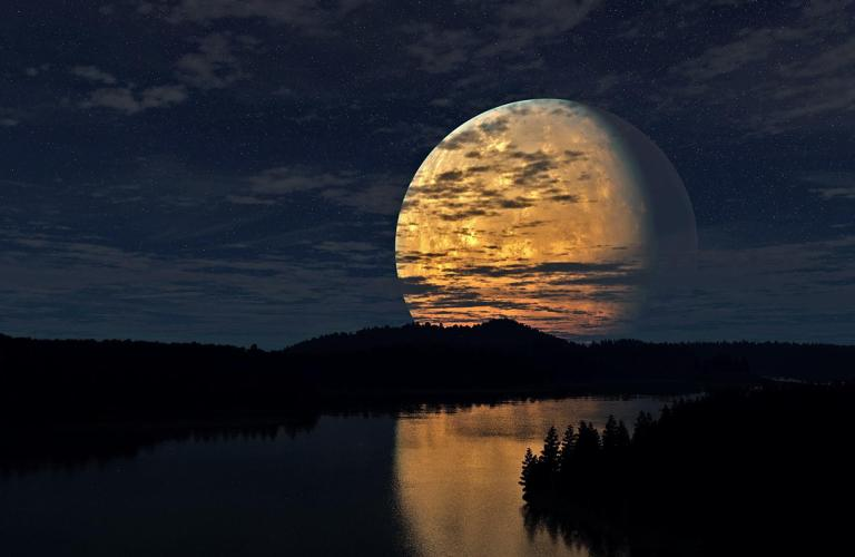 Amazing-Moon-Reflection-Wallpaper