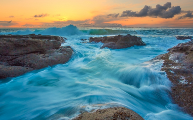 Tide-And-Waves-HD-Wallpaper