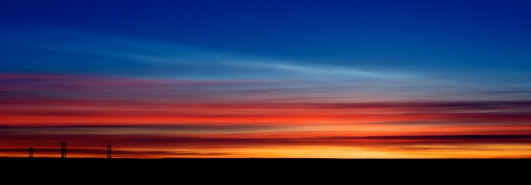 Polar Stratospheric Cloud type I above Cirrus.  François Guerraz /wikimedia, CC BY-SA