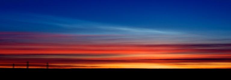 Polar Stratospheric Cloud type I above Cirrus.  François Guerraz /wikimedia, CC BY-SA